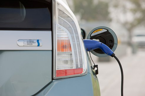 2012 Toyota plug-in prius hybrid: калифорнийцы смогут сэкономить $4000
