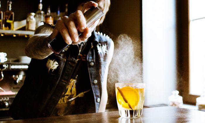 Алкоголь убивает женщин быстрее, чем мужчин