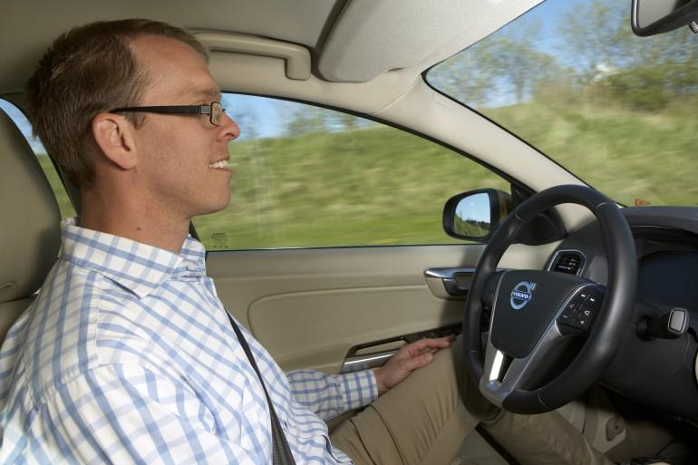Автоматический помощник от volvo облегчает управление автомобилем в пробках