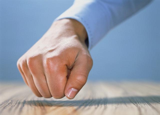 Человеческая рука создана для драки