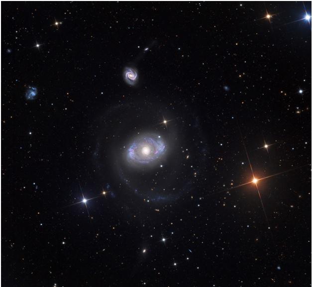 Изменчивое окружение сверхмассивной чёрной дыры