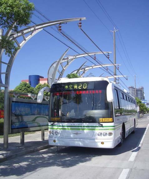 Электрический автобус на конденсаторах подзаряжается на остановках