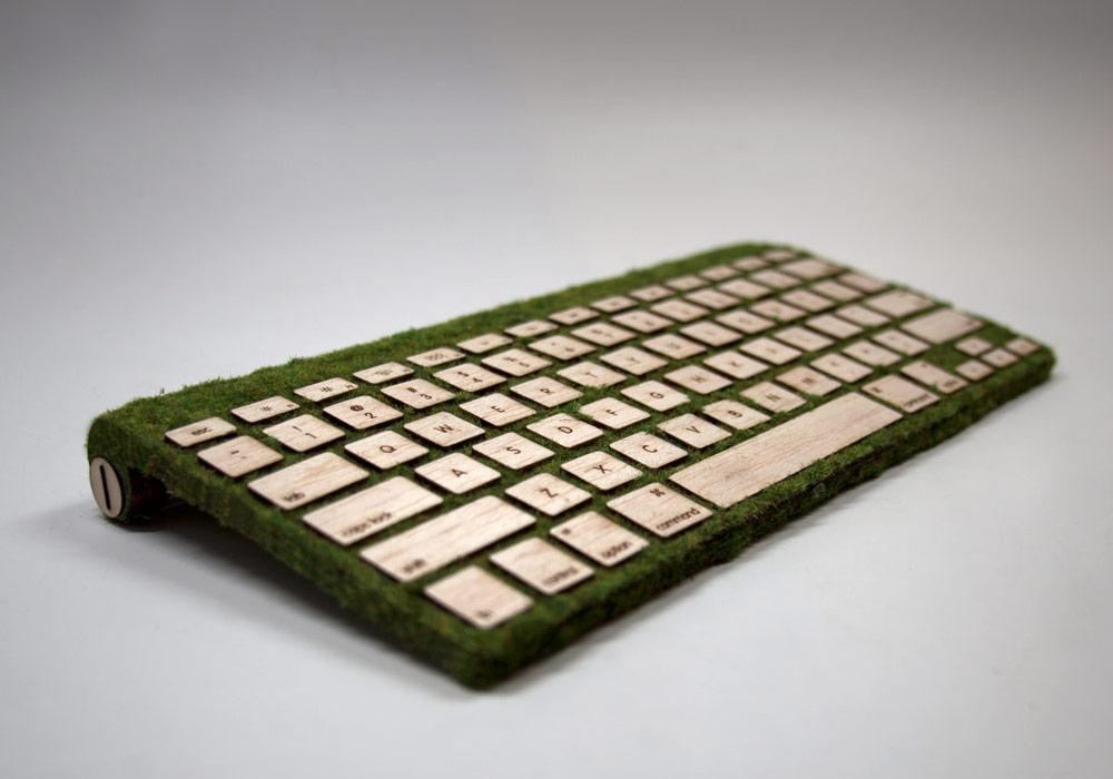 Компьютерная клавиатура из дерева и мха
