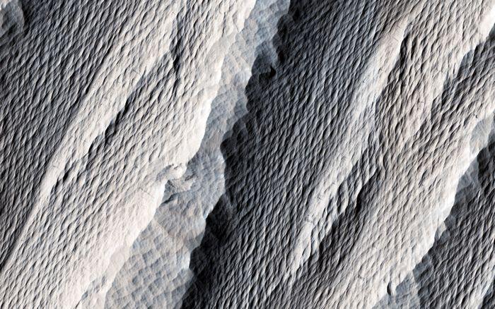 Марсоход curiosity зафиксировал наличие в марсианском грунте нитратов биологического происхождения