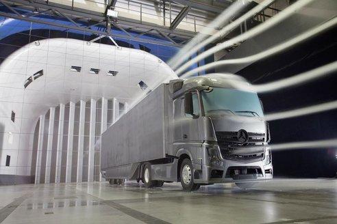 Mercedes-benz улучшает аэродинамику грузовиков на 18%
