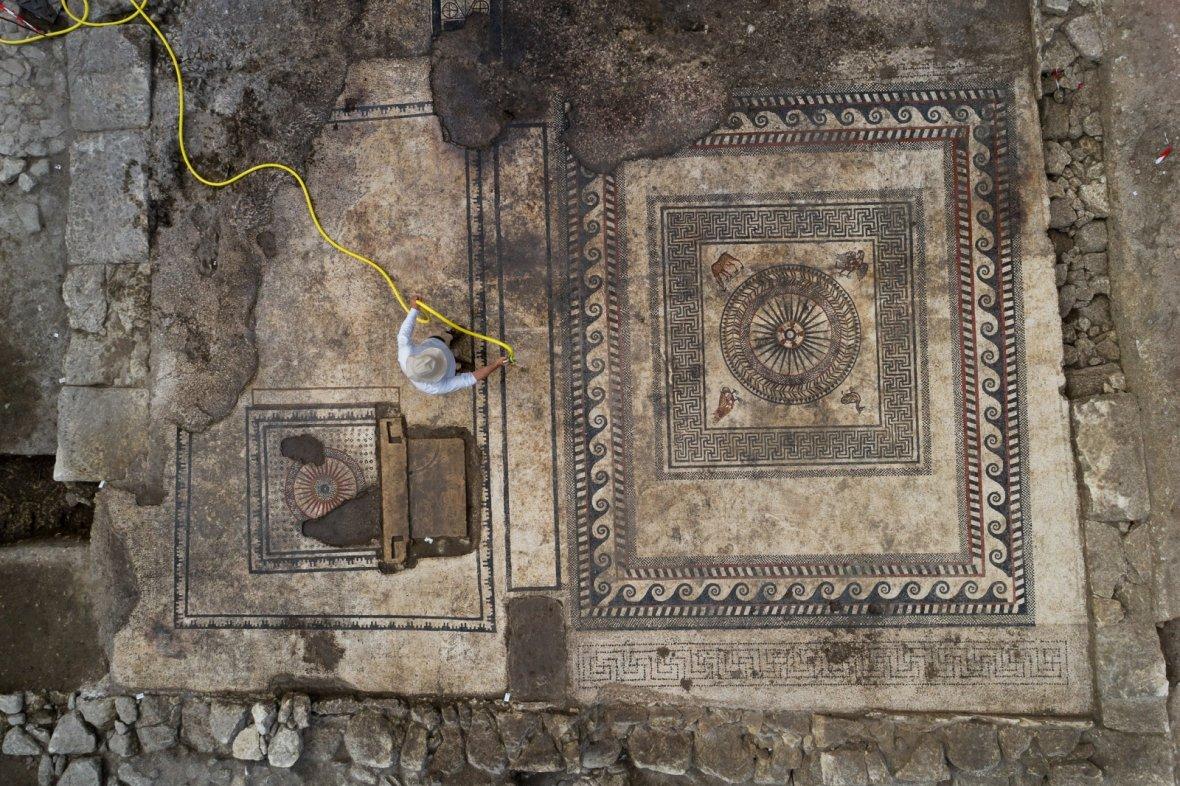 На юге франции нашли римский дом с мозаиками