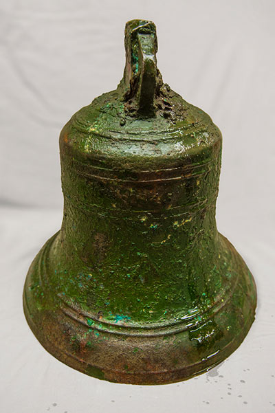На поверхность подняли колокол с затонувшего в арктике судна