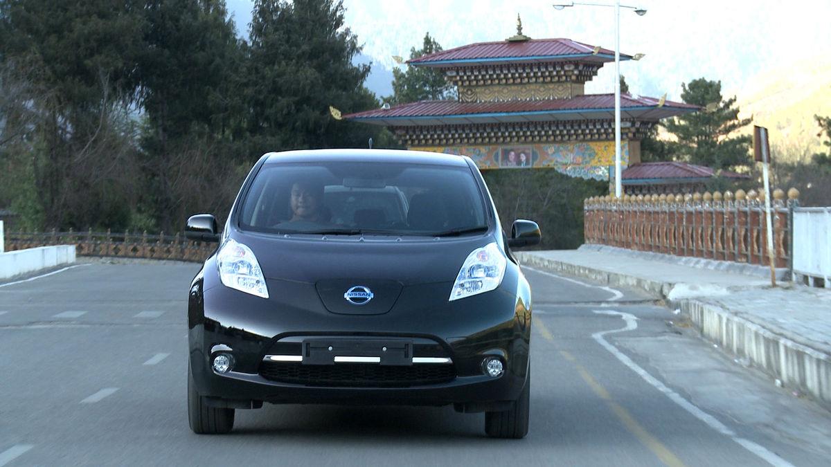 Nissan leaf — электромобиль чиновников гималайского королевства