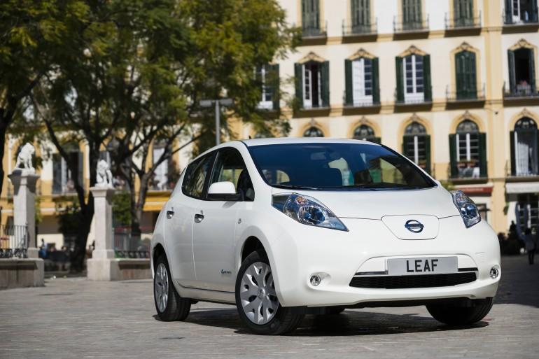 Nissan leaf. приход по-английски