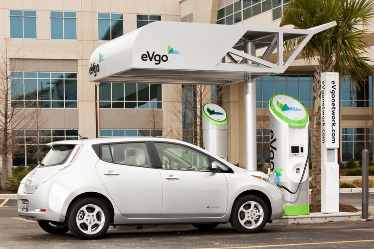 Nissan представил стратегию развития быстрых зарядных станций в сша