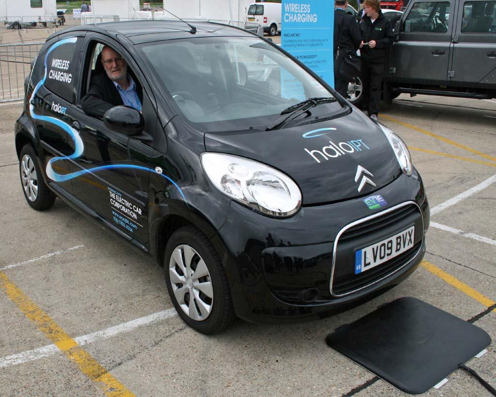 Первая бесконтактная зарядная станция для электромобилей в лондоне