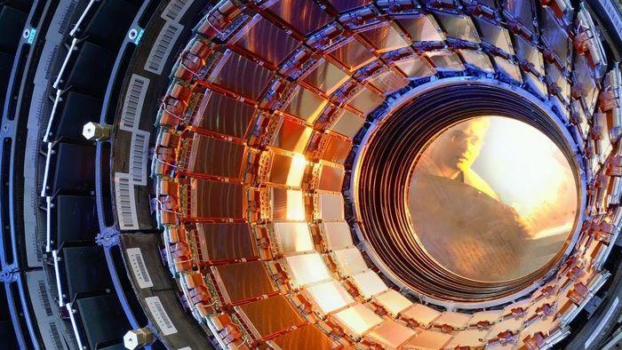 Первая «физика» на большом адронном коллайдере