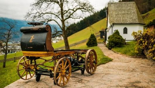 Первый автомобиль porsche создан в 1898, и он был электрическим