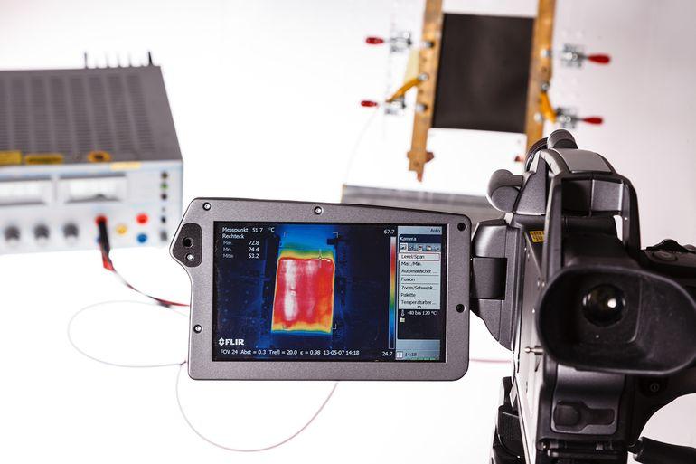 Пленка из нанотрубок может нагревать электромобиль без значительного использования батареи
