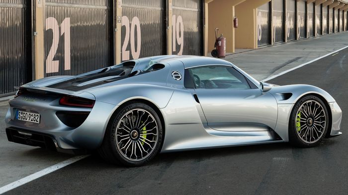 Porsche 918 spyder – самый быстрый гибридный автомобиль