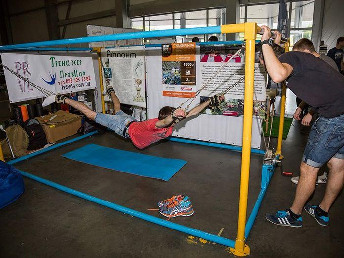 Простое напряжение мышц укрепляет силу воли