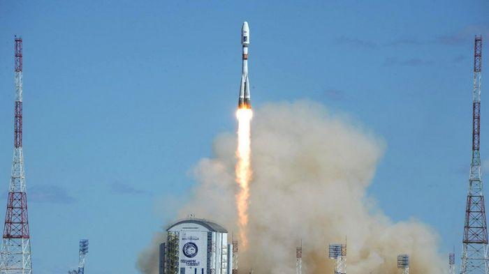 С космодрома восточный произведён запуск ракеты-носителя «союз-2.1а»