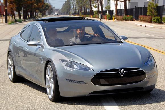 Седан tesla model s назван трендовым автомобилем года
