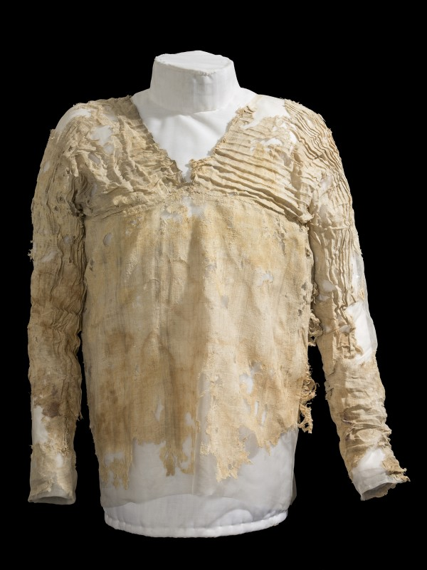 Сколько лет древнейшему платью?