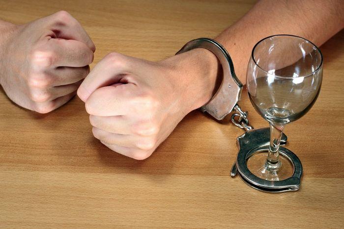 Смешивание алкоголя сэнергетиками заставляет выпивать больше