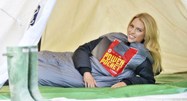 Спальный мешок использует тепло тела для зарядки телефона
