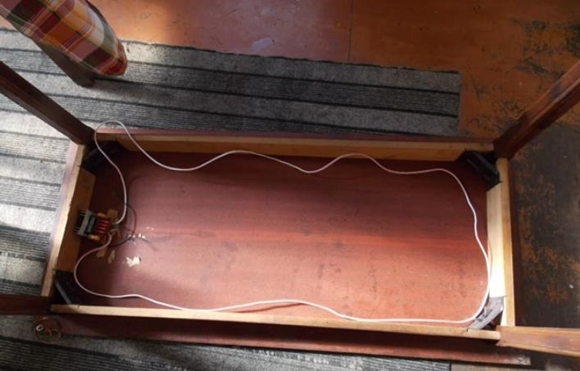 Стол для беспроводной зарядки телефонов