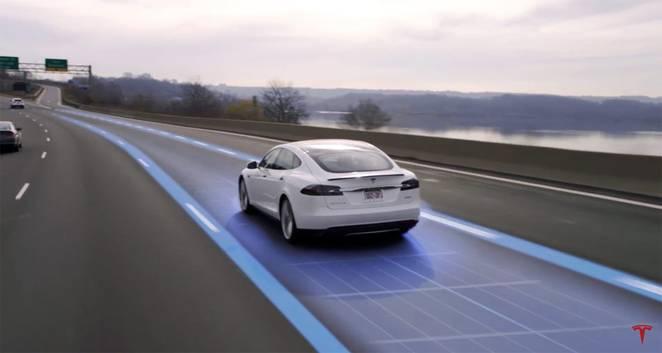 Tesla демонстрирует 3 функции самоуправляемого авто: вызов, автопилот, и автопарковка