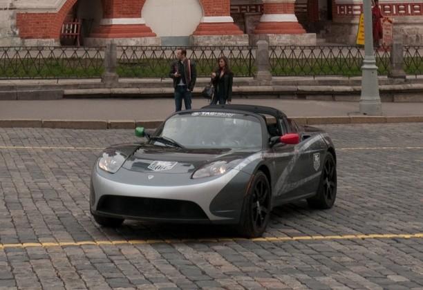Tesla roadster на красной площади