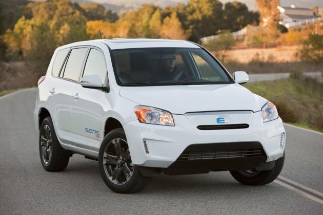 Toyota представляет полноприводный электромобиль rav4 ev и публикует планы выпуска новых экомобилей
