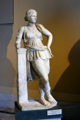 В «бескрылом» городе на крите нашли статуи аполлона и артемиды